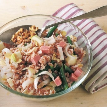 ricetta Insalata di farro, mela verde, fagiolini e prosciutto
