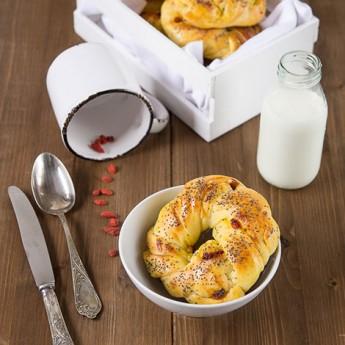 ricetta Brioche con bacche di goji, mandorle e semi di papavero