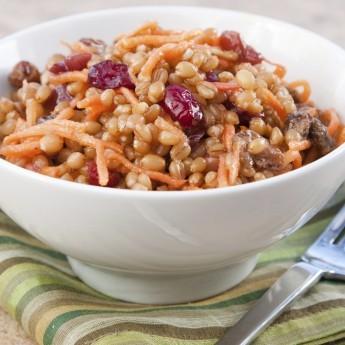 ricetta Farro saporito con carote, noci e mirtilli rossi