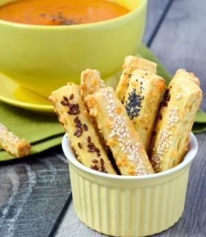 ricetta Vellutata delicata con bastoncini di sfoglia al mix di semi