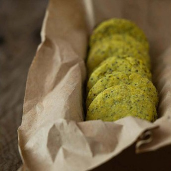 ricetta Biscottini al curry verde e semi di papavero