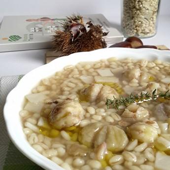 ricetta Minestra d'orzo e funghi porcini con patate e castagne