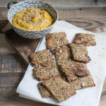 ricetta Cracker di quinoa e semi con salsa di zucca speziata