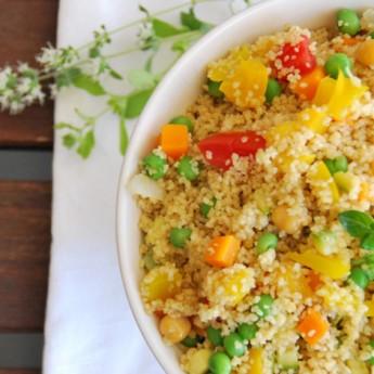 ricetta Cous cous ai 4 cereali con verdure, ceci ed erbe aromatiche.