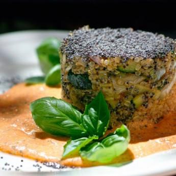 ricetta Quinoa con zucchine, porri e crema di pomodoro al basilico