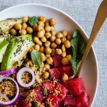 ricetta Cous cous di farro e quinoa con avocado, ceci e anguria