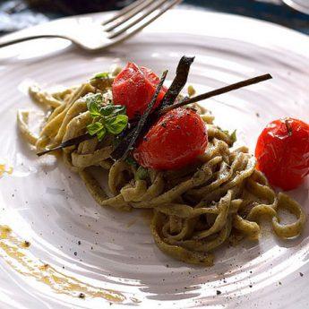 ricetta Tagliolini di alghe wakame con glassa di pomodorini confit