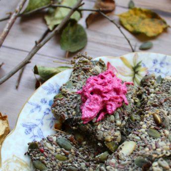ricetta Cracker ai semi misti con crema di barbabietola